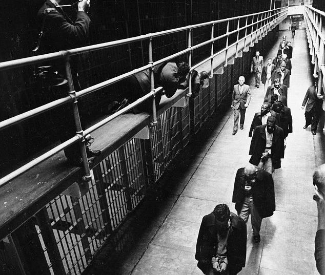 Alcatraz closes 1963